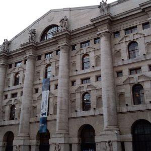 Brexit e vaccini non scuotono le Borse ma Milano difende quota 22 mila