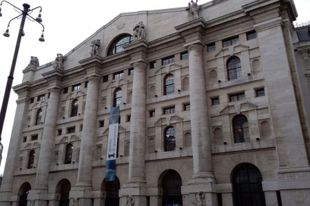 Borsa, Milano regina d'Europa dopo l'Ops Intesa: Ubi vola (+23,5%)