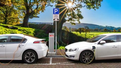 Auto elettrica, Enel X entra in Hubject: i vantaggi per i clienti