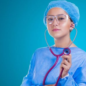 Manovra, professioni sanitarie senza titolo: ecco le nuove regole