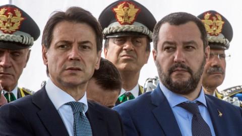 Migranti: l'Ue gela l'Italia, Trump cede sui bambini