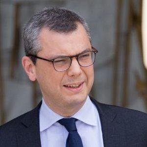 Francia, braccio destro di Macron nel mirino per corruzione