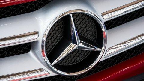 Daimler vittima dei dazi, lanciato profit warning: titolo giù