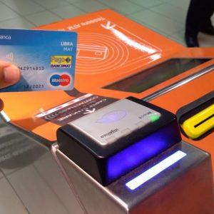 Milano come Londra: la metro si paga con la carta contactless