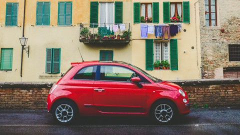 Auto: mercato europeo in ritirata (-7,9%), soffre Fca