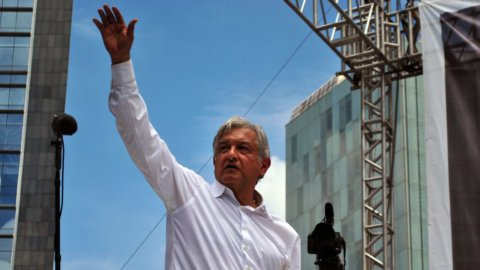 Messico, storica svolta a sinistra: Obrador nuovo Presidente