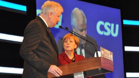 Migranti, la Csu a Merkel: non vogliamo la caduta del governo