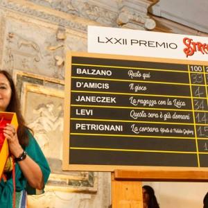 """Premio Strega: """"La ragazza con la Leica"""" batte Mondadori-Rizzoli"""