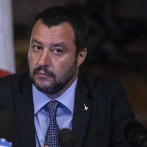 Ineffabile Salvini: promette aiuti alle banche, ma non erano i nemici del popolo?