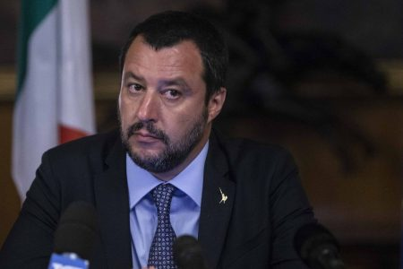 Salvini e il prestito dei soli italiani: proposta senza senso