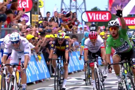 Tour: Sagan centra il tris, polemiche sul caso Nibali