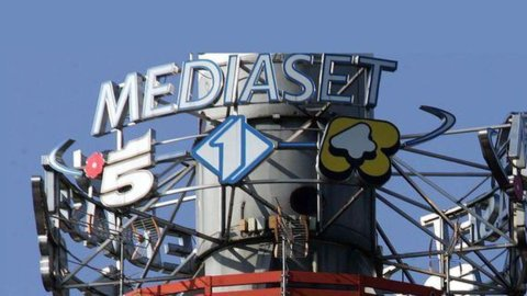 Mediaset perde 18,9 milioni, ricavi in calo: titolo recupera