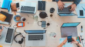 computer al lavoro nelle aziende