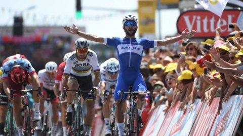 Tour: Gaviria in giallo. Froome cade, Nibali ok