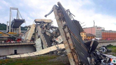 Genova, la strage del viadotto: decine di morti e centinaia di sfollati