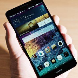 Smartphone, Huawei scavalca Apple e mette nel mirino Samsung