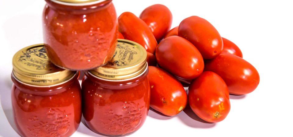 Caporalato, Coldiretti: si paga più la bottiglia del pomodoro