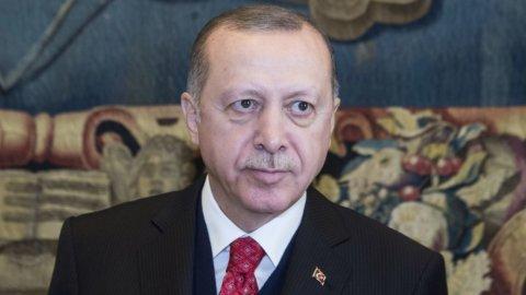 Effetto Turchia: spread in salita, tassi Btp oltre il 3%, Borsa in rosso