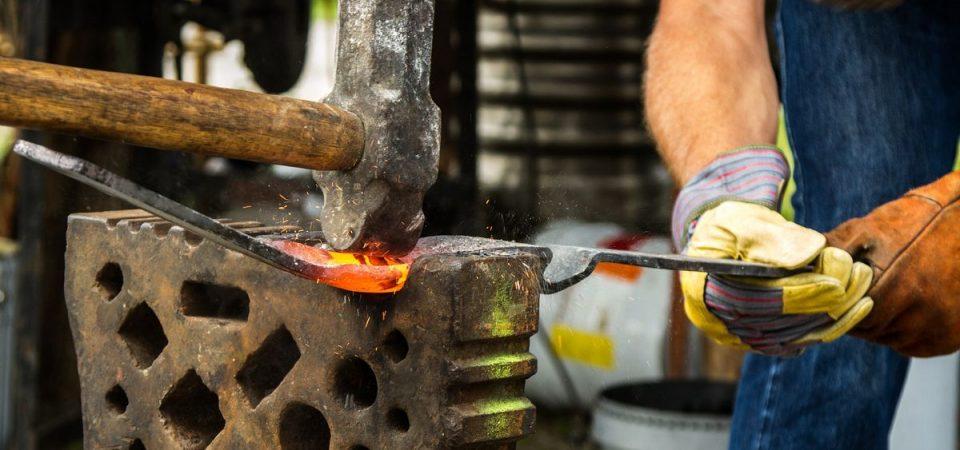 Lavoro: fabbri e saldatori tra i più difficili da trovare ad agosto