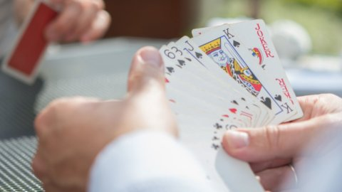 Il Burraco a due, gioco romantico e machiavellico: ecco come funziona