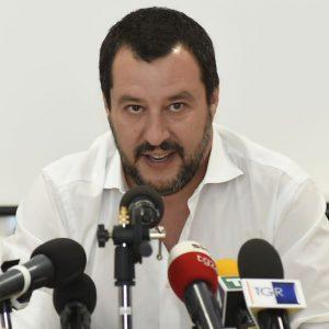 Migranti, lite Italia-Germania: Salvini minaccia chiusura aeroporti