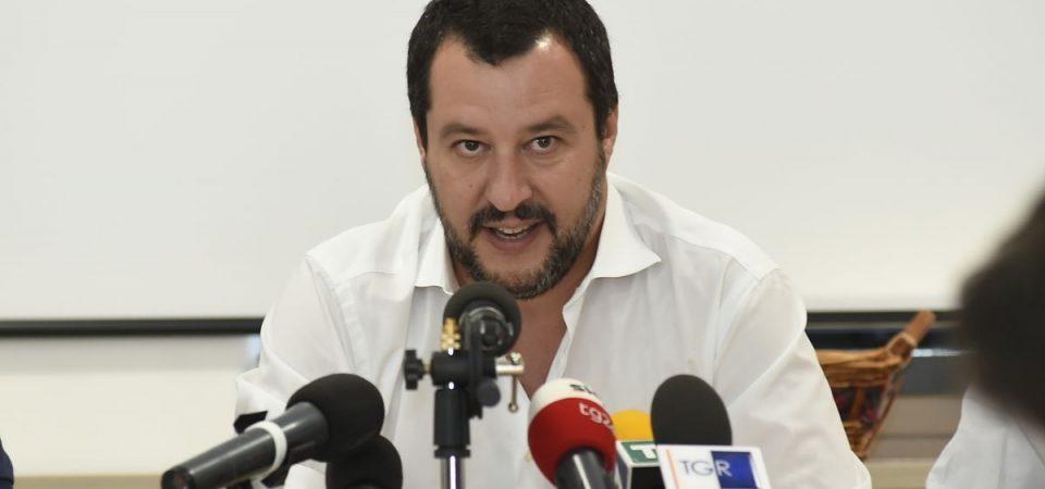 Diciotti si sblocca: Salvini indagato fa sbarcare i migranti
