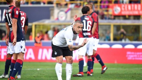 L'Inter si sveglia ed espugna Bologna senza Icardi