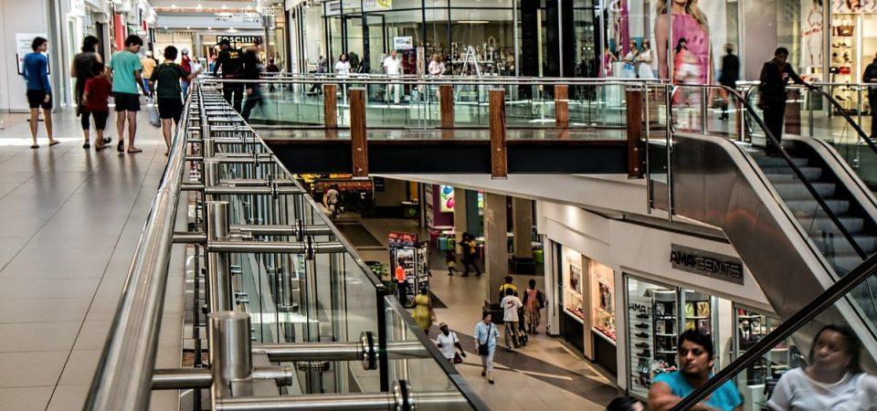 Chiusura negozi domenica, rischia soprattutto la Gdo