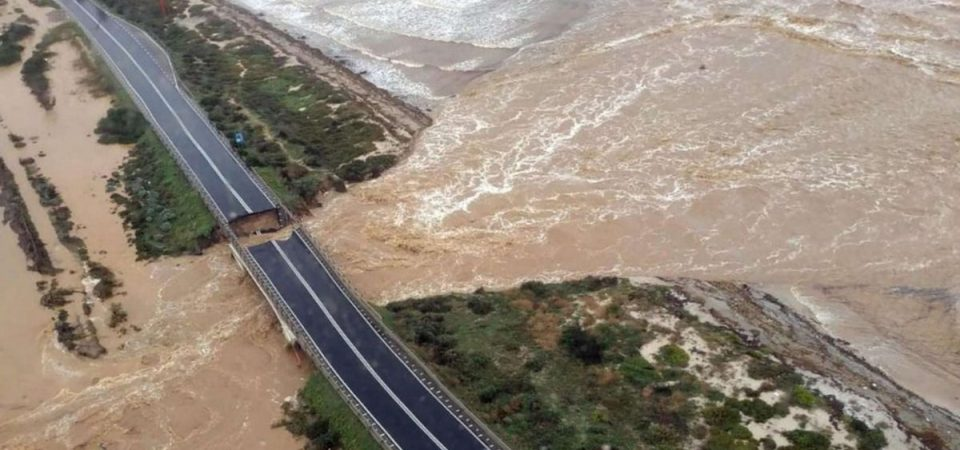 Maltempo: alluvione in Sardegna, allerta in Liguria