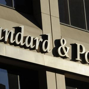 S&P conferma il rating BBB dell'Italia ma taglia l'outlook
