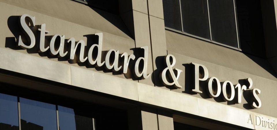 S&P conferma il rating BBB dell'Italia ma taglia l'outlook