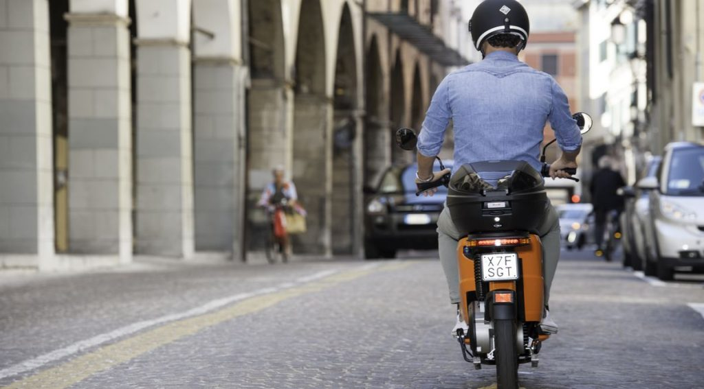 Uno scooter elettrico Askoll