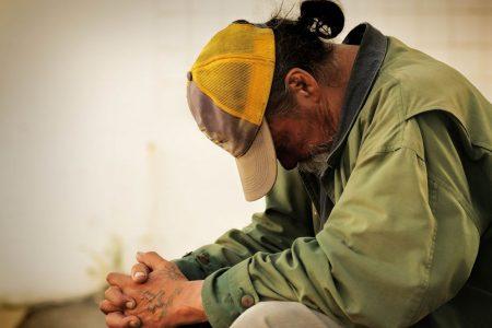 Intesa Sanpaolo e Caritas donano vestiti ai bisognosi