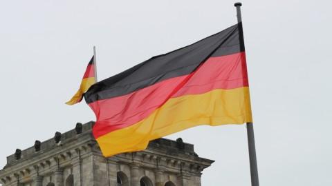 Il voto tedesco e la manovra italiana pesano sull'euro