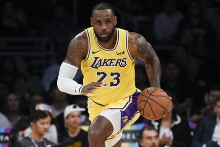 Nba al via: inizia l'era di LeBron James ai Lakers