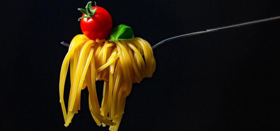 Pasta napoletana, vino e sake: il menù di First&Food