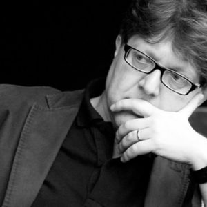 Marco Betta, il compositore siciliano che scrive musica per evocare la luce