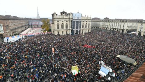 Il popolo Sì TAV riempie Torino: 40 mila in piazza