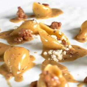 Conchiglioni con fricassea di vitello e granello di Grana Padano: la ricetta di Paolo Rota