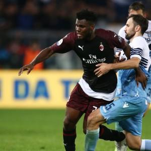 Il Milan sfiora il colpaccio con la Lazio, il Napoli fa felice la Juve