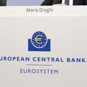 L'effetto Draghi scalda le Borse ma le banche soffrono