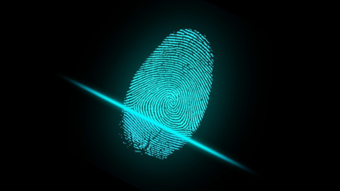 Da Intesa e Mastercard una carta per pagare con le impronte digitali