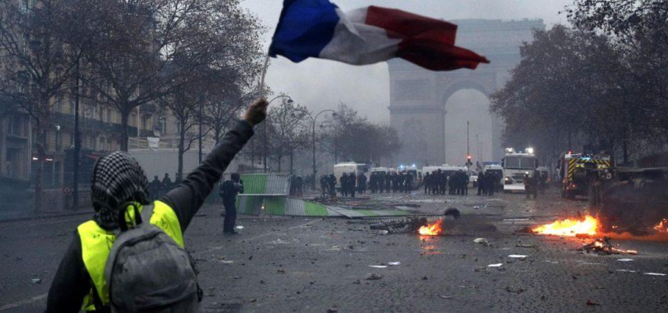 Gilets gialli, riesplode la rabbia: che farà Macron?