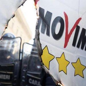 Ncc ad alta tensione: bruciate per protesta le bandiere M5S