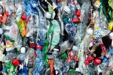 """Terna bandisce la plastica dagli uffici: al via il piano """"plastic free"""""""