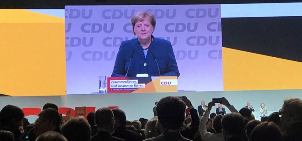 Merkel saluta la Cdu dopo 18 anni: eletta Kramp-Karrembauer