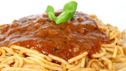 Gli spaghetti alla bolognese? Sono al tonno