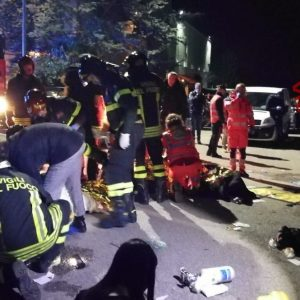 Ancona, tragedia in discoteca: 6 morti, centinaia i feriti