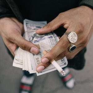 Sigarette, contrabbando e contraffazione: come nasce l'illecito