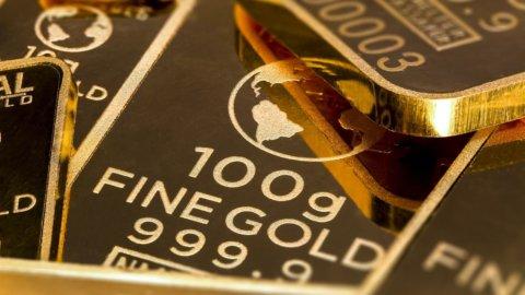 Petrolio in caduta libera, brilla l'oro, spread a 250